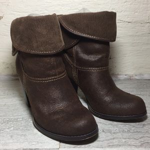 MUDD BROWN TEXTURED FOLD OVER HEELED BOOTS SH8